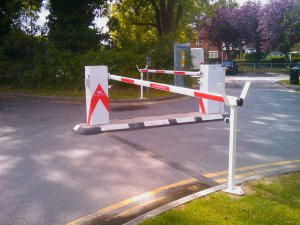 Rising arm barrier with fixed end support